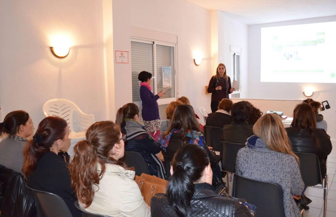 La Junta presenta a emprendedoras y empresarias de Hu�rcal-Overa la iniciativa Andaluc�a Emprende Coopera